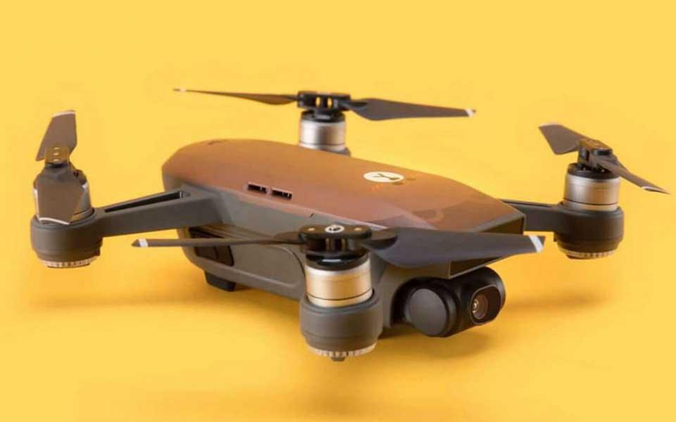 Drones μεταμορφώνονται σε περιστέρια, αρκουδάκια και μέλισσες